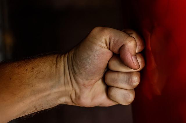 Сын кулаками и ногами избивал лежачую мать в Бендерах. Фото pixabay.com