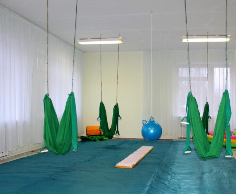 С помощью таких гамаков дети занимаются фитнесом. Фото:rybnitsa.org