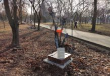 """Инсталляция """"Одуванчик"""" в Тирасполе. Фото: Центр """"Резонанс"""""""
