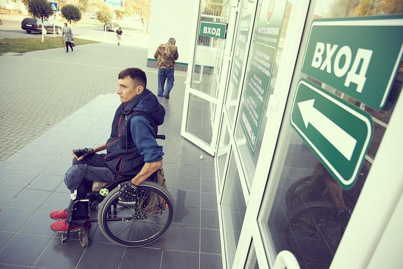Виталий Слипченко делает всё для повышения доступности общественных мест. Фото: Марин ИЛИУЦ