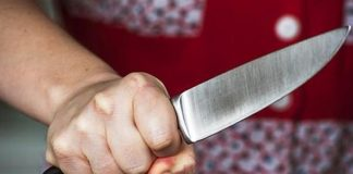 Удар ножом в спину получила рыбничанка