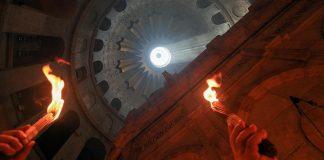 Благодатный огонь сошел в Иерусалиме. Фото: iz.ru