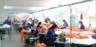 На Рыбницкой швейной фабрике шьют защитные костюмы для медиков
