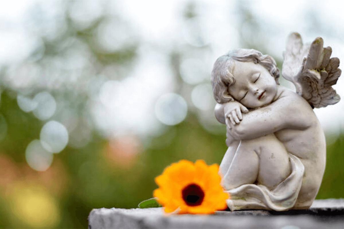 Согласно церковной традиции, в Троицкую вселенскую родительскую субботу принято поминать всех умерших христиан. Фото: kolobok.ua
