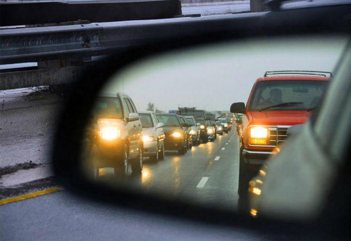 В Молдове с 1 ноября все водители обязаны включать фары и в дневное время